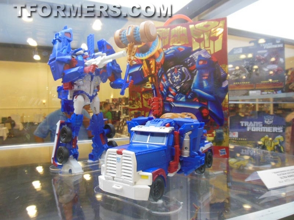 BotCon 2013 - Tranformers 30th Anniversary 30 Figures Project Revealed Image 3  scaled 600